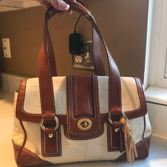 Coach Handbags - Authentic Coach Leather Purse-Smoke Free Home 3ef6f6b127a67